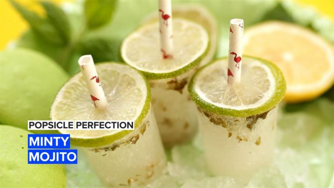 Beat the heat with boozy minty mojito popsicles!