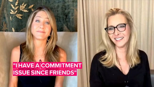 Watch Jen Aniston & Lisa Kudrow hysterically giggle talking about Friends